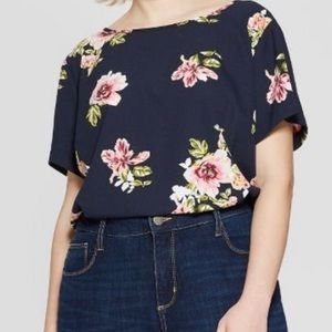 New floral plus size back button top